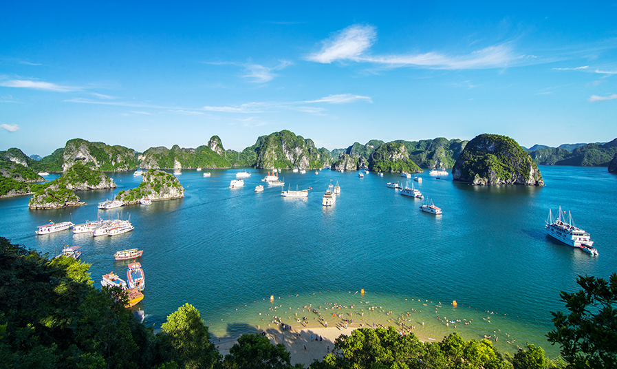 Halong bay day cruise or an overnight cruise?