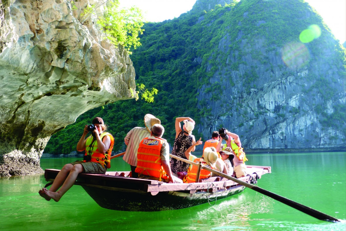 8 things you should not do on a Halong Bay Cruise