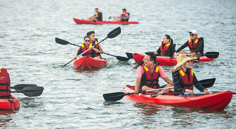 Kayaking Mon Chéri Cruises